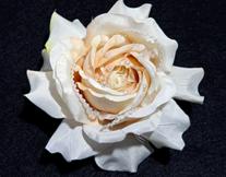 ホワイトローズ 花言葉